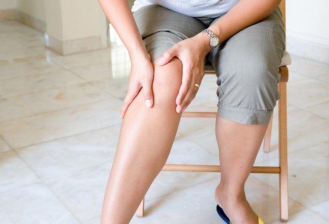 bigstock Woman suffering from pain in k 18061778 - ΠΡΗΣΜΕΝΑ ΠΟΔΙΑ: ΑΙΤΙΕΣ, ΣΥΜΠΤΩΜΑΤΑ ΚΑΙ ΑΝΤΙΜΕΤΩΠΙΣΗ